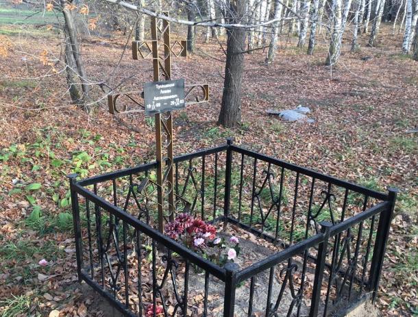 На волжском кладбище домашних животных стоит памятник мужчине