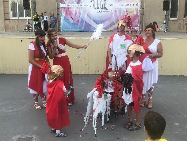 «Римская колесница» победила на «Параде колясок» в Волжском
