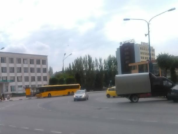 Дачный автобус №4 сломался в центре Волжского