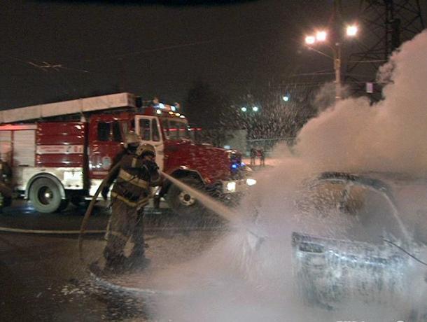 В Среднеахтубинском районе сгорел Chery Tiggo и летняя кухня