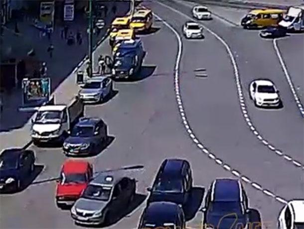 В Волжском на выезде со Свердлова водители не поделили проезжую часть