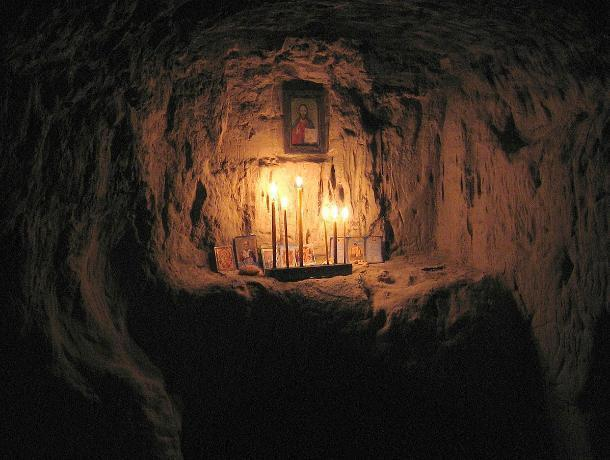 Православные сектанты устроили в Безродном пещерное «братство», - волжанка