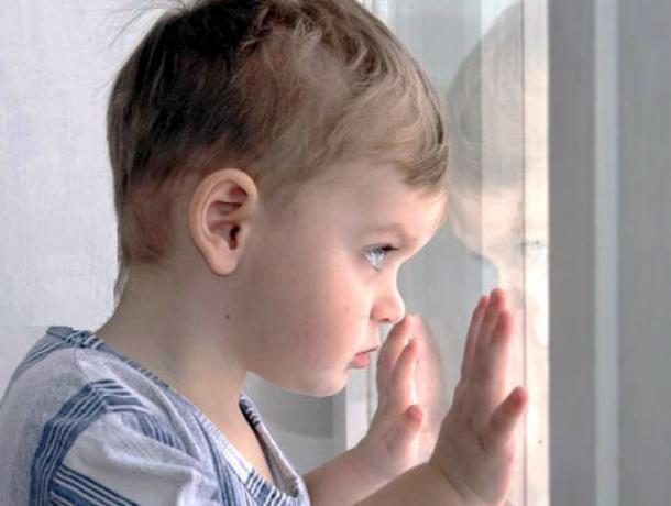 В Волжском 5-летний мальчик выжил после падения с пятого этажа