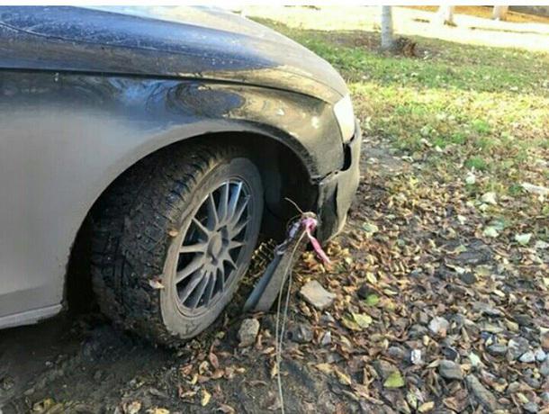 Волжанка повредила иномарку из-за незаконной парковки во дворе