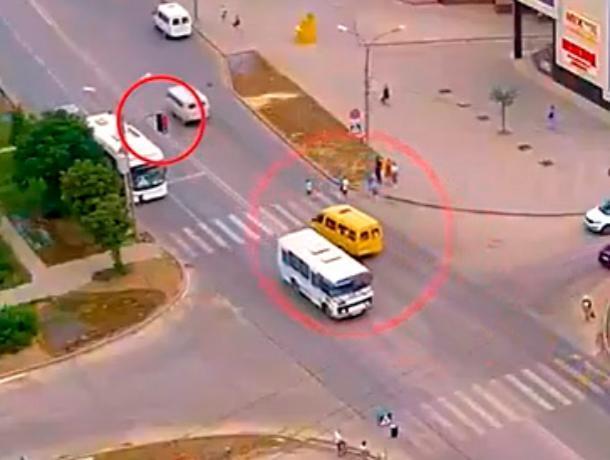 Маршрутка сбила ребенка на пешеходном переходе