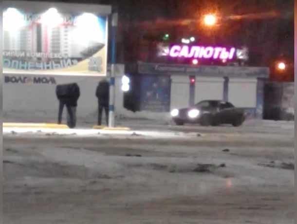 Владелец Mercedes решил попонтоваться перед друзьями в Волжском