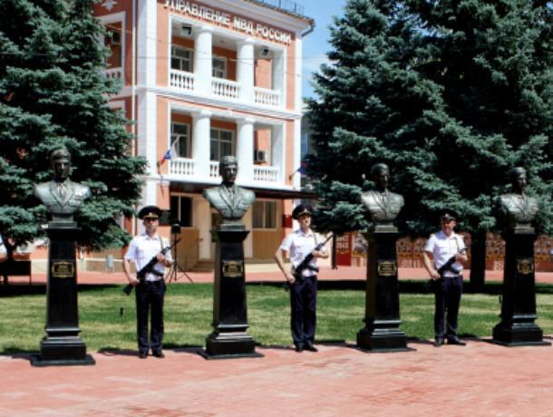 В Волжском открыли Аллею Памяти погибшим милиционерам