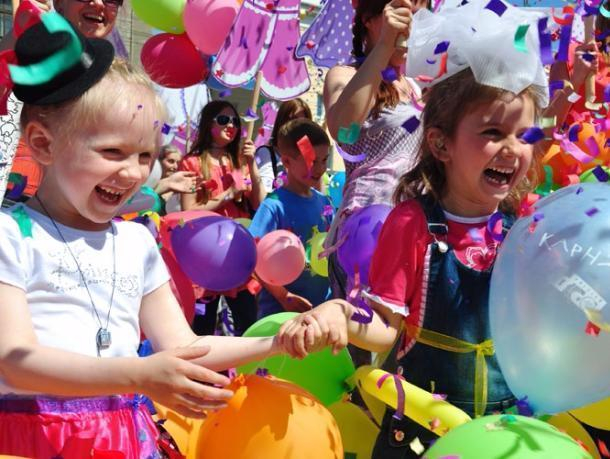 Полная программа празднования Дня защиты детей в Волжском: для детворы запланировали концерт, конкурсы и мастер-классы