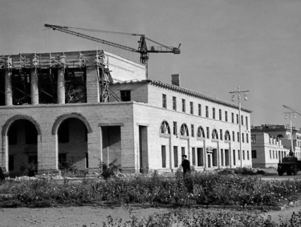 Первые многоквартирные дома украшают Волжский