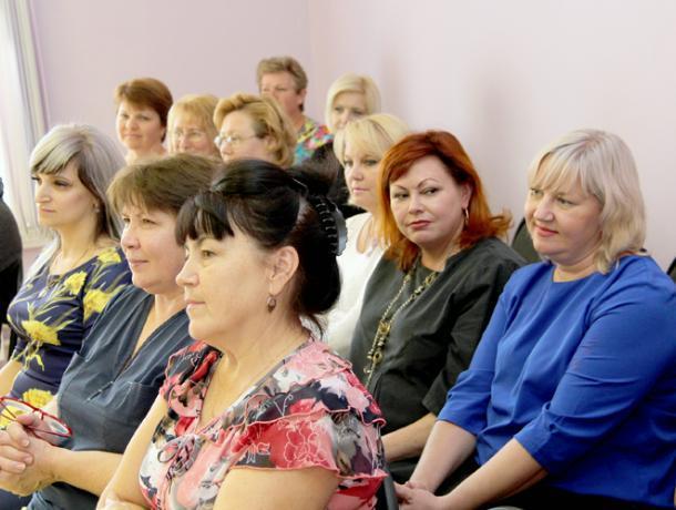 Депутаты поздравили с Днем дошкольного работника сотрудников детских садов Волжского