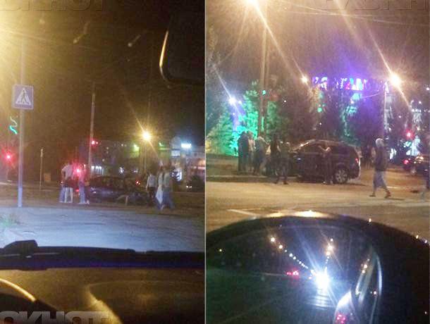 Водитель устроил ДТП, попытавшись запрыгнуть в «уходящий поезд» в Волжском