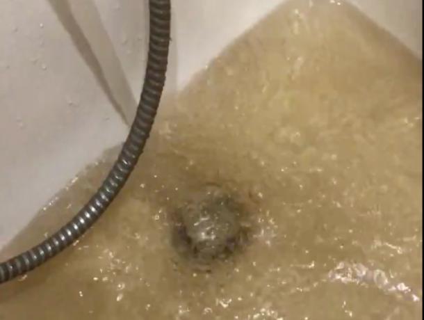 В кране только холодная вода и та ржавая, - волжанка