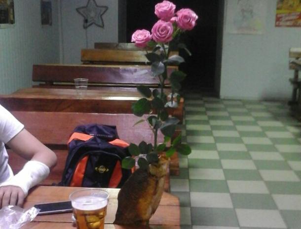 Романтика из пивбара: волжанин вместо вазы использовал рыбу
