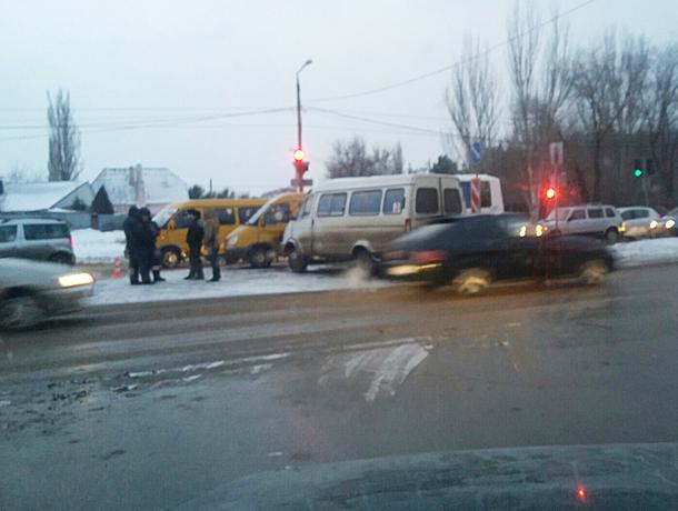 ВВолжском маршрутка столкнулась с«КАМАЗом»