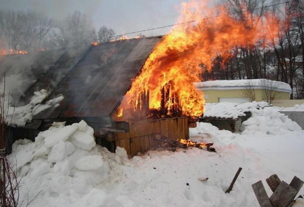 В волжском СНТ сгорела баня