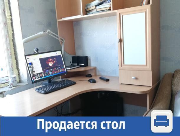 В Волжском дешево продается компьютерный стол