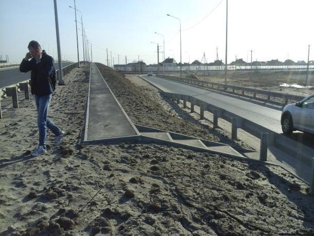 Новый мост через Ахтубу оказался не готов к пешеходам, - волжанин