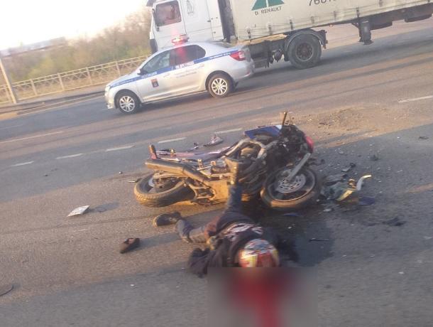 От столкновения с фурой погиб 25-летний мотоциклист
