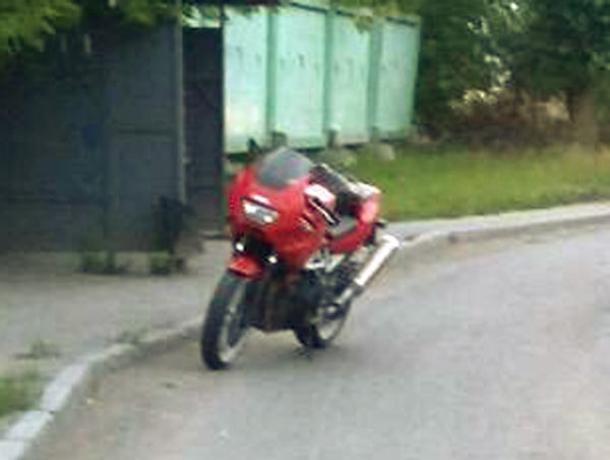 Волжанин на мотоцикле Suzuki сбил женщину у дач