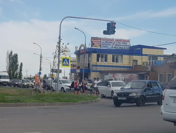 Появились подробности ДТП с автоледи на BMW и велосипедистом в Волжском