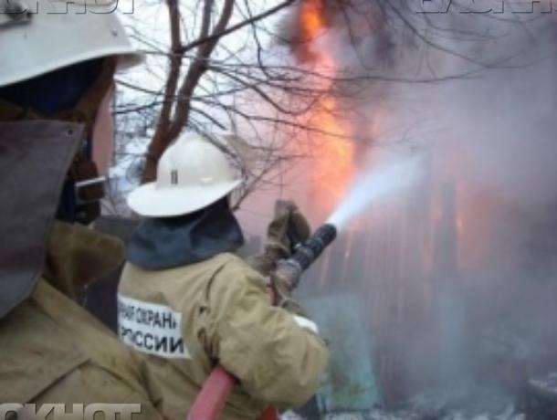 Летняя кухня сгорела в Быковском районе