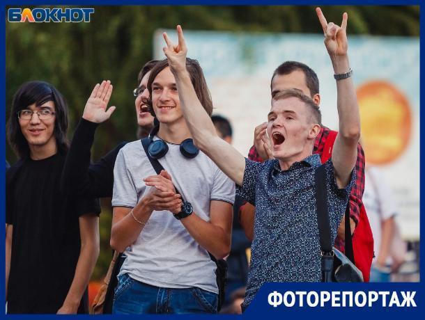 Фестивалем красок, концертом и флешмобом встретили волжане осень