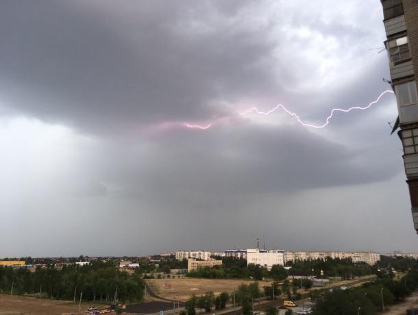 МЧС предупредило волжан о грозе и усилении ветра