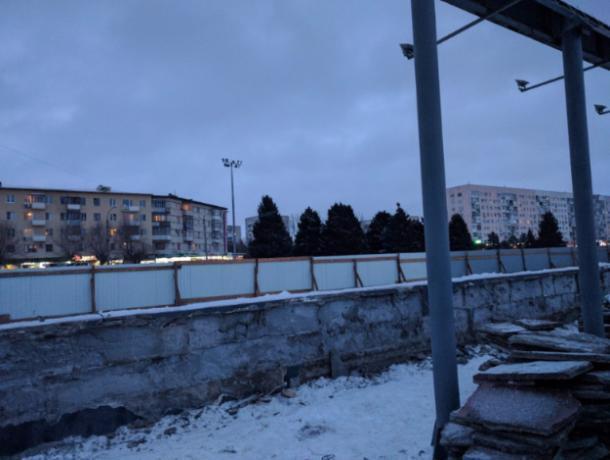 ВВолжском на основной площади города разрушается трибуна
