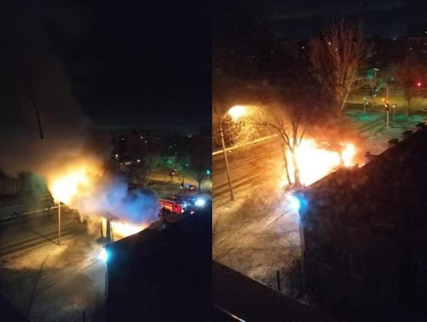 Отечественный автобус полностью выгорел в Волжском