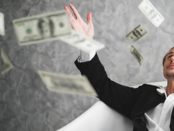 В Волжском разоблачили долларового «миллионера»