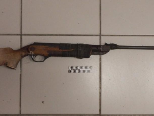 Уголовница из Волжского хранила огнестрельную винтовку в память о своем муже