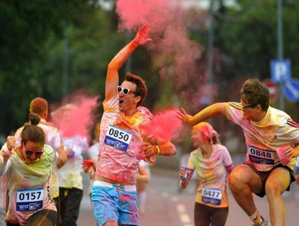 Олимпийский день в Волжском: зарядка с чемпионом и красочный забег
