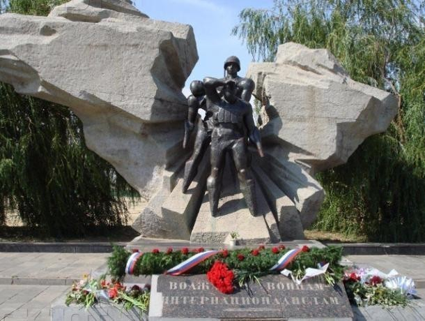 Волжане спорят о туалете у памятника воинам-интернационалистам