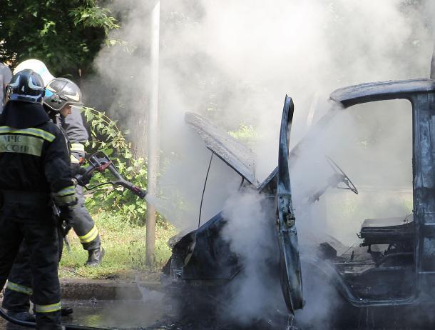 В волжском СНТ сгорел автомобиль