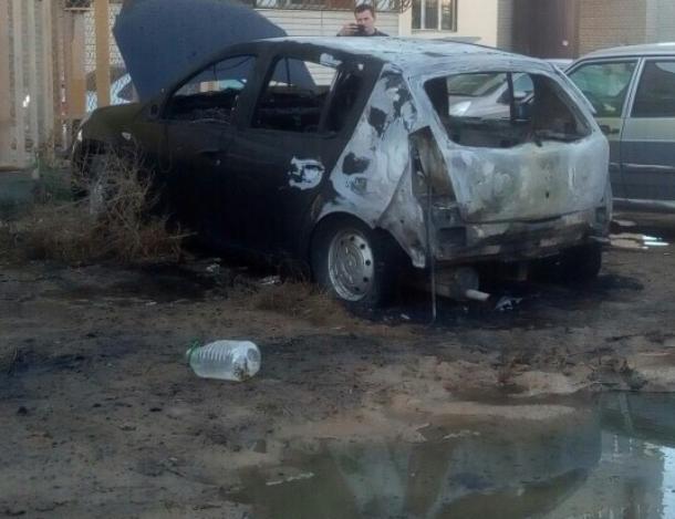 Возле кадетской школы полыхало авто