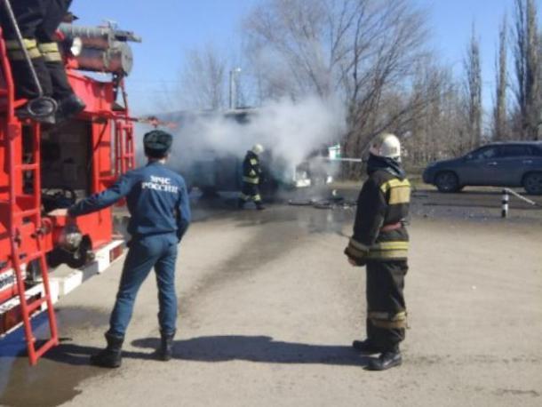 Волжский автобус сгорел полностью