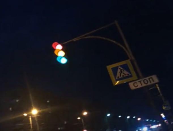 «Больной» светофор сняли на видео в Волжском