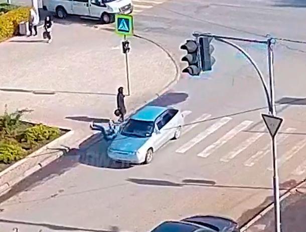 Автомобиль сбил десятилетнего ребенка на зебре в Волжском