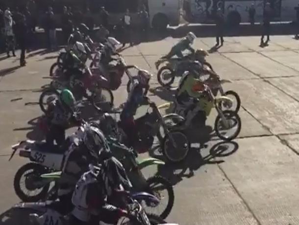 Состоялась финальная битва мотоциклов, квадроциклов и джипов в Волжском