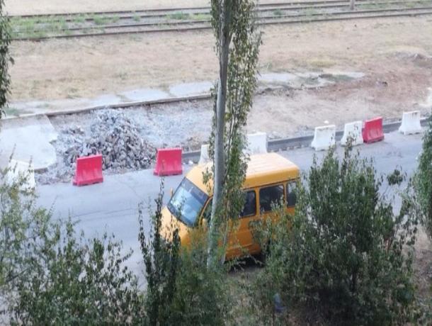 Единственную стоянку для машин решили убрать на улице Александрова в Волжском