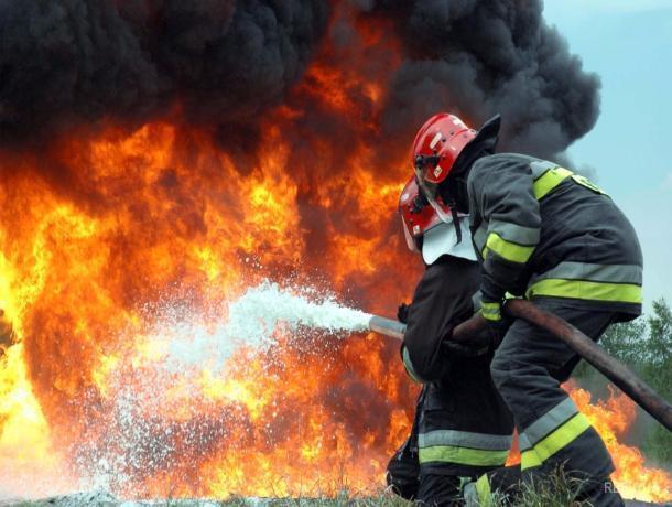 Квартира и частный дом сгорели в Волжском