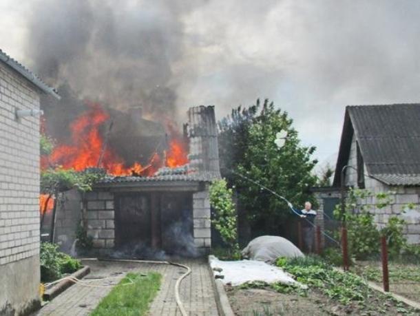 Частную собственность охватило огнем под Волжским
