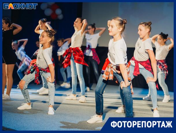 Яркий и красочный танцевальный фестиваль прошел в Волжском
