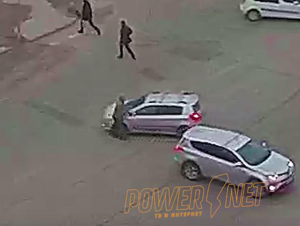 Водитель внедорожника чудом не убил пешехода в Волжском