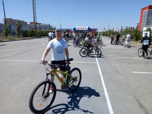 Герой «Сбросить лишнее» поучаствовал в велопробеге в Волжском