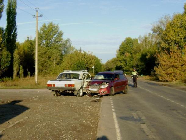 Три человека пострадали в ДТП на автодороге в Среднеахтубинском районе