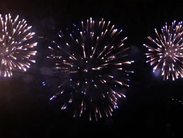 Появилось первое видео великолепного фейерверка в Волжском