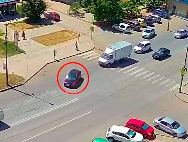Пренебрежение ПДД привело к столкновению автомобилей