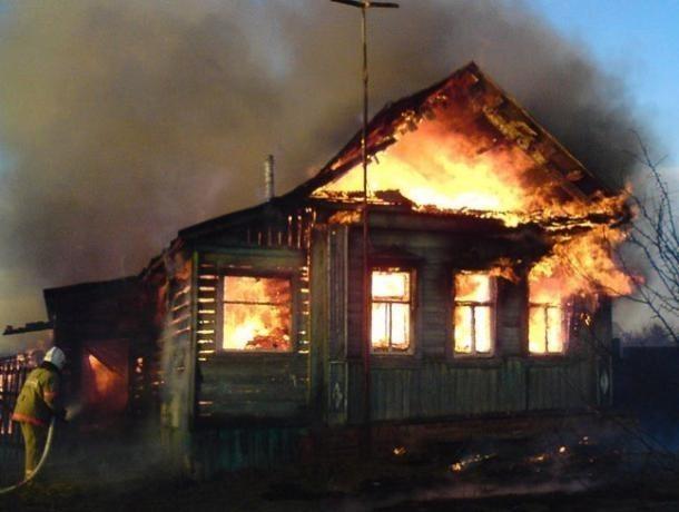 Огненная стихия захватила дачный дом в Волжском