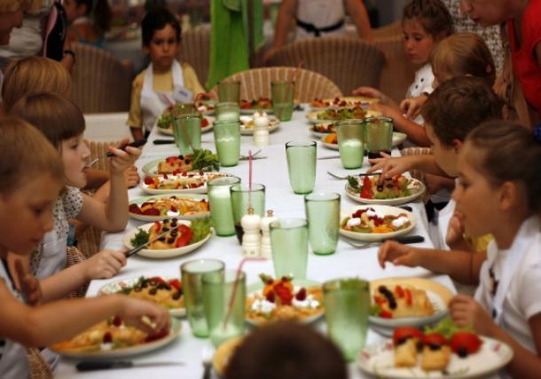 Что едят в оздоровительных детских лагерях